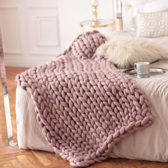 The best chunky knit blanket - blush pink chunky knit throw