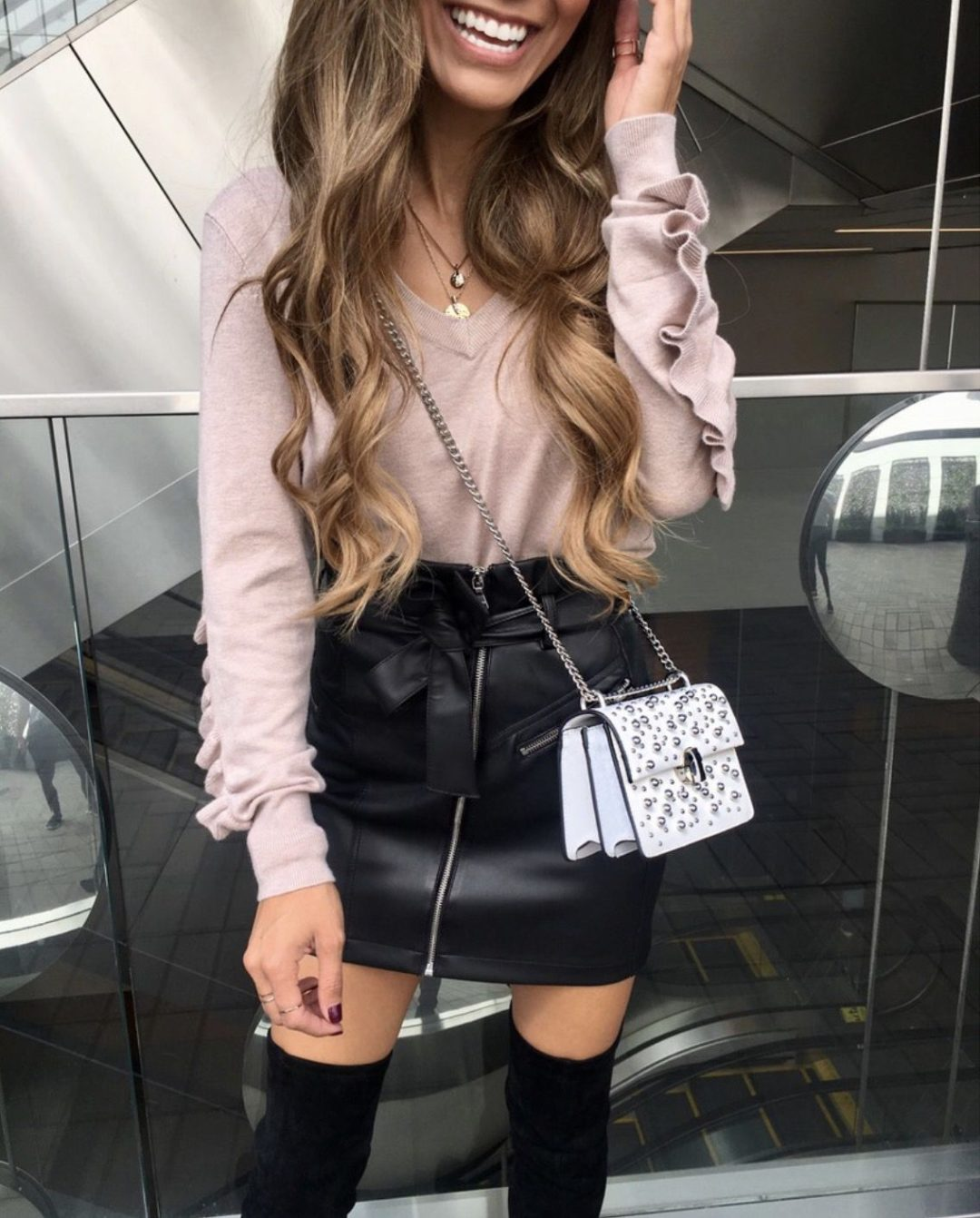 Best fall outfits - black skirt outfits