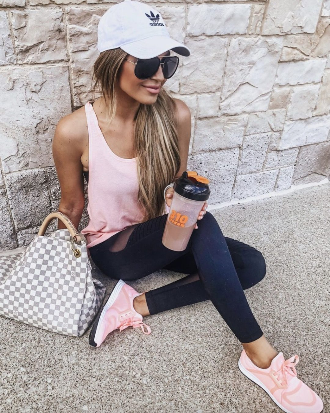 Sporty everyday atheleisure outfits
