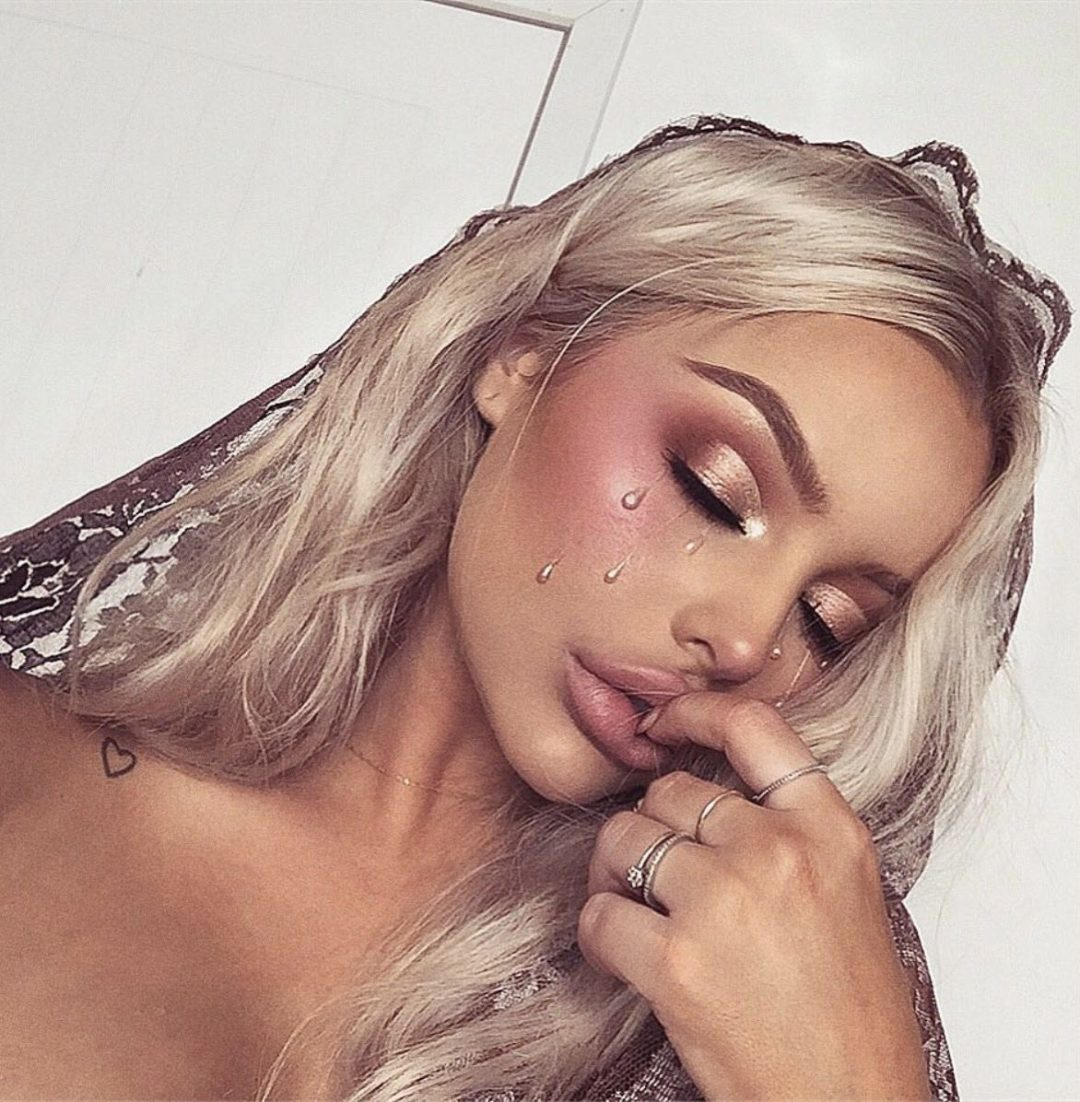 Simple and pretty Halloween makeup ideas - crying tears