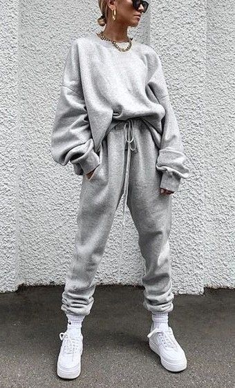 Cute sporty outfts with grey sweatpants