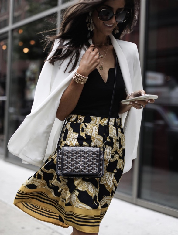 17 Trendy winter street style outfits and outfit ideas to step up your game this fall and winter: Versace style baroque skirt. These winter street style looks are perfect to cosy up with in any urban city. Click over to the article and get inspired by more casual winter fashion looks! Image © StylinByAylin. #winterfashion #winteroutfits #streetstyle #versace