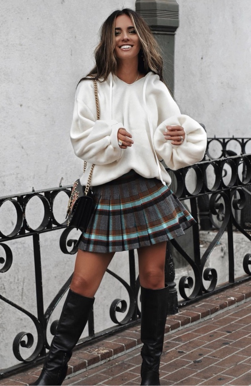 21+ Winter Outfits To Copy ASAP: Plaid Skirt Outfit. These casual winter outfits will keep you warm when other cold weather outfits may fail you. Check out these over the knee boot outfit looks, sweater outfits and other winter fashion outfits from the biggest fashion bloggers to get inspired now! Image ©HuntForStyles #winterfashion #winteroutfits #casualwinteroutfits #overthekneeboots