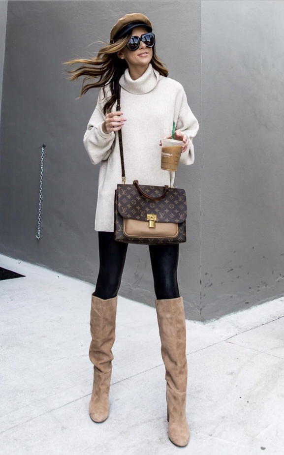 17 Trendy winter street style outfits and outfit ideas to step up your game this fall and winter: White tunic with baker boy hat and Louis Vuitton bag. These winter street style looks are perfect to cosy up with in any urban city. Click over to the article and get inspired by more casual winter fashion looks! Image © Alyson_Haley. #winterfashion #winteroutfits #streetstyle