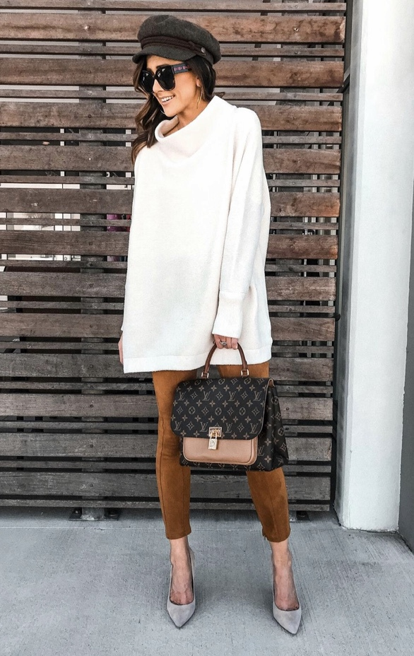21+ Winter Outfits To Copy ASAP: White Tunic Dress with Baker Boy Hat. These casual winter outfits will keep you warm when other cold weather outfits may fail you. Check out these over the knee boot outfit looks, sweater outfits and other winter fashion outfits from the biggest fashion bloggers to get inspired now! Image ©Alyson_Haley #winterfashion #winteroutfits #casualwinteroutfits