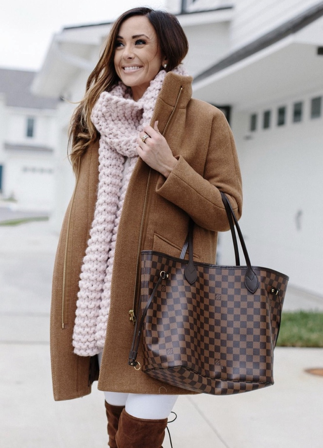 Chic cocoon coat outfits for winter with pink scarf and Louis Vuitton Neverfull