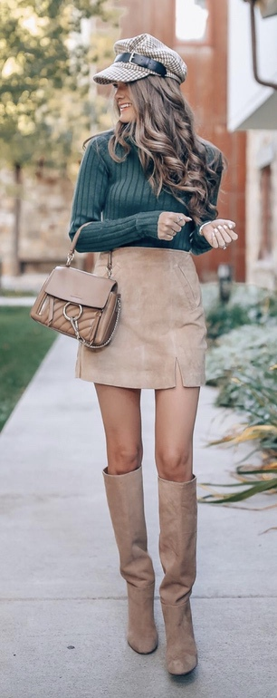 17 Trendy winter street style outfits and outfit ideas to step up your game this fall and winter: Suede Skirt with Baker Boy Hat Look. These winter street style looks are perfect to cosy up with in any urban city. Click over to the article and get inspired by more casual winter fashion looks! Image © CmCoving. #winterfashion #winteroutfits #streetstyle