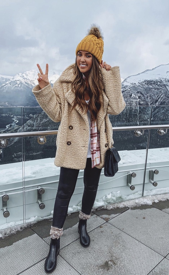 Cute shearling jacket looks with beanie for winter