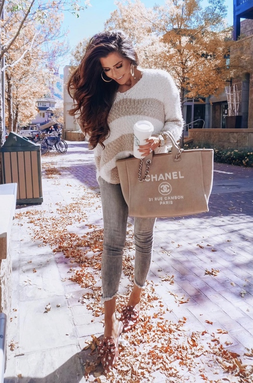 Cute casual fall outfits with jeans, sweater and Chanel Deauville bag
