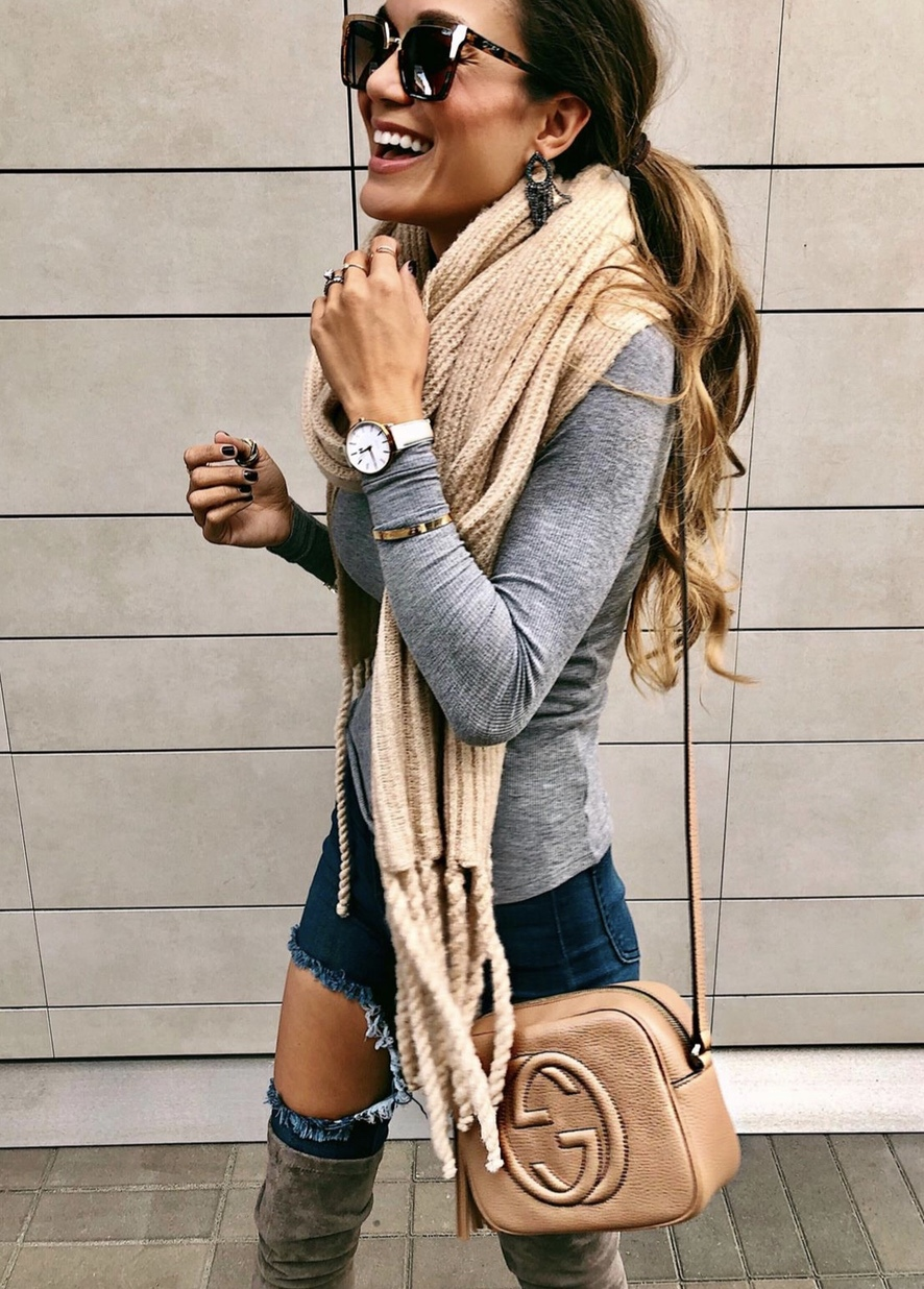 Casual fall looks with scarf and jeans