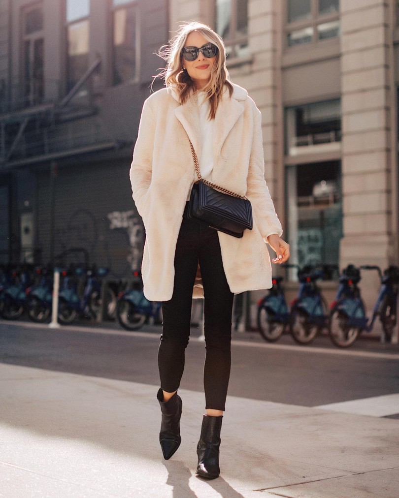 Casual winter outfits with black jeans and white teddy coat