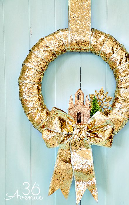 DIY Gold Christmas Wreath For Outdoors