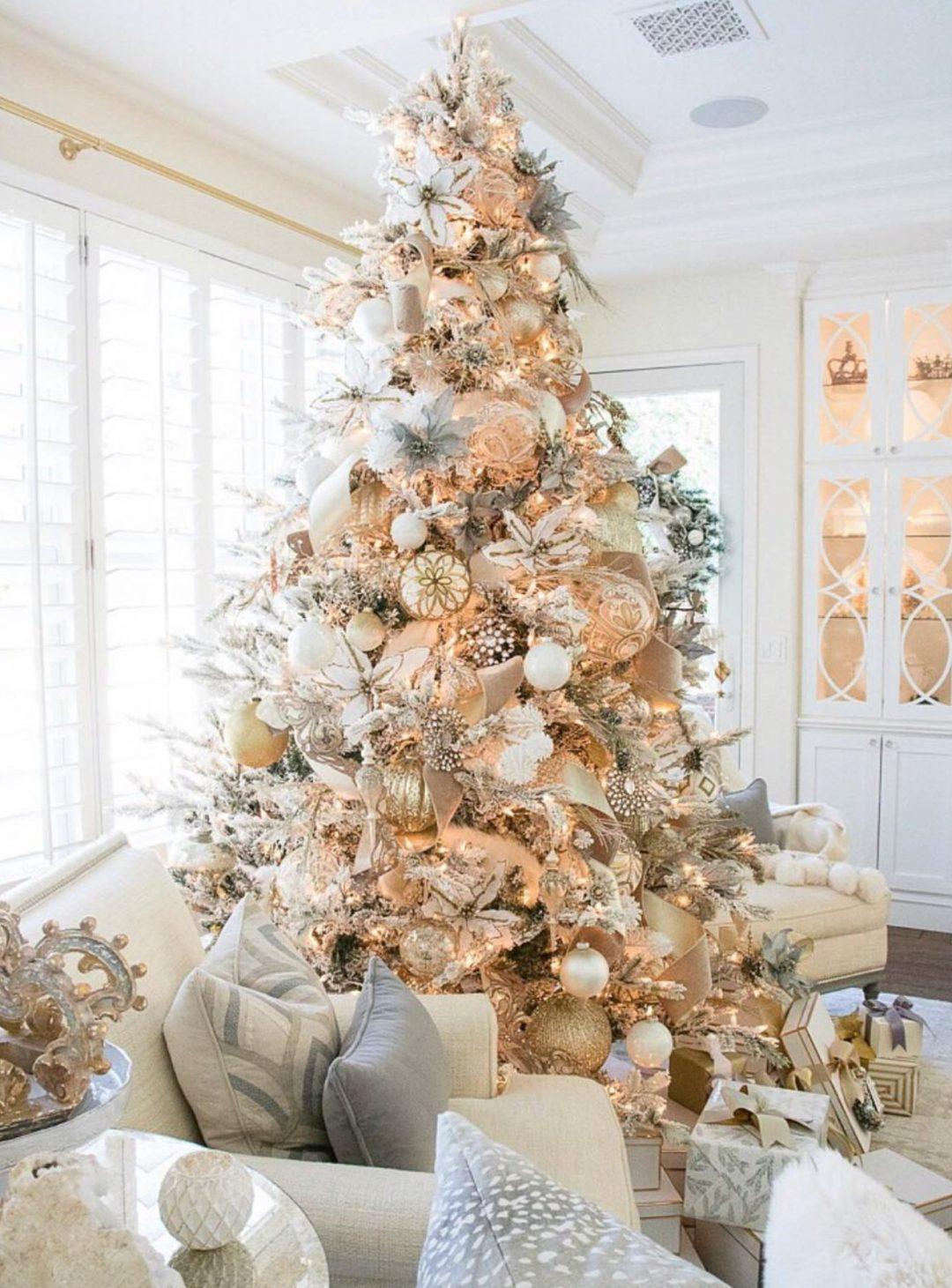 Elegant Christmas tree ideas with gold