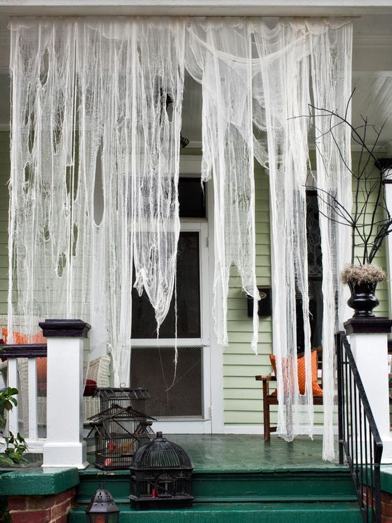 Easy DIY Halloween decorations for outdoors, porch Halloween decorations
