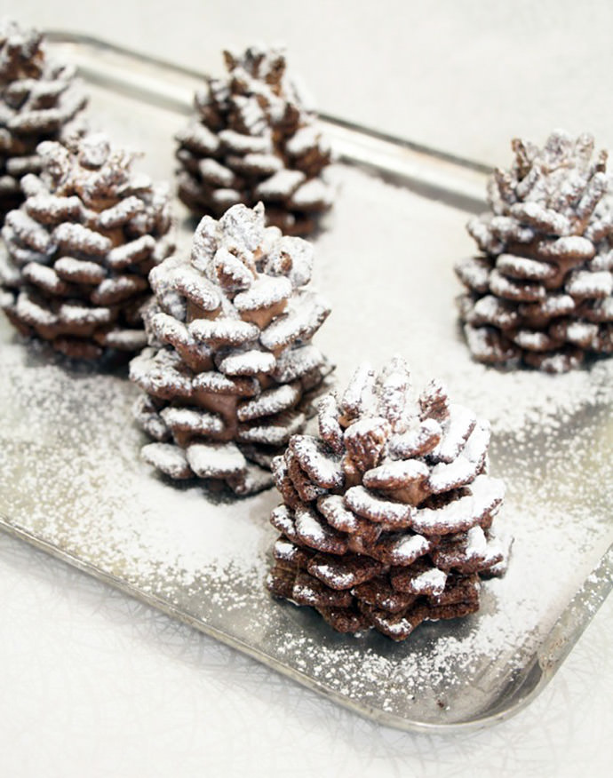 Best Christmas desserts: Quick and Easy Snowy Chocolate Pinecones