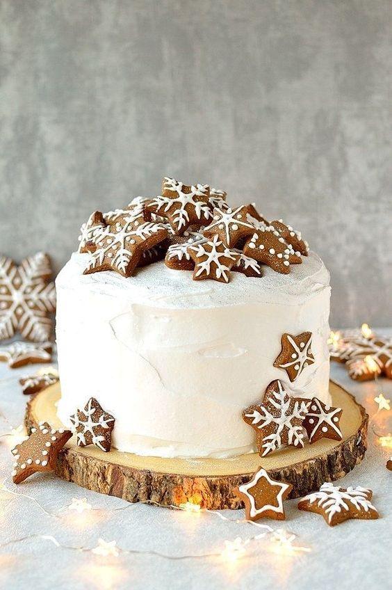 Gingerbread Topped Christmas Cake Idea