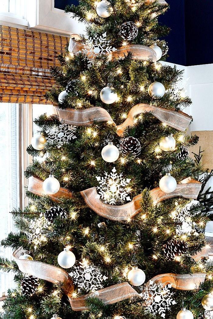 Simple rustc Christmas tree ideas with pinecones