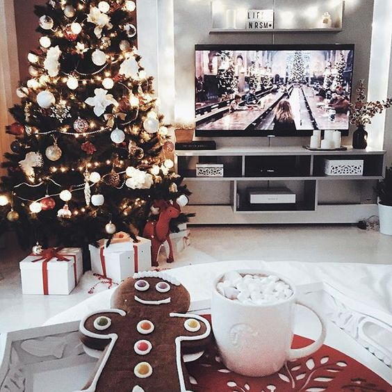 Christmas wallpaper aesthetic with gingerbread man, hot chocolate, decorated Christmas tree and Harry Potter