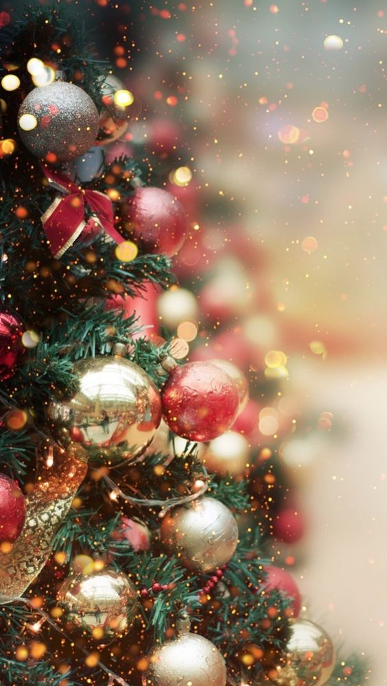 goChristmas wallpaper aesthetic with red and gold baubles