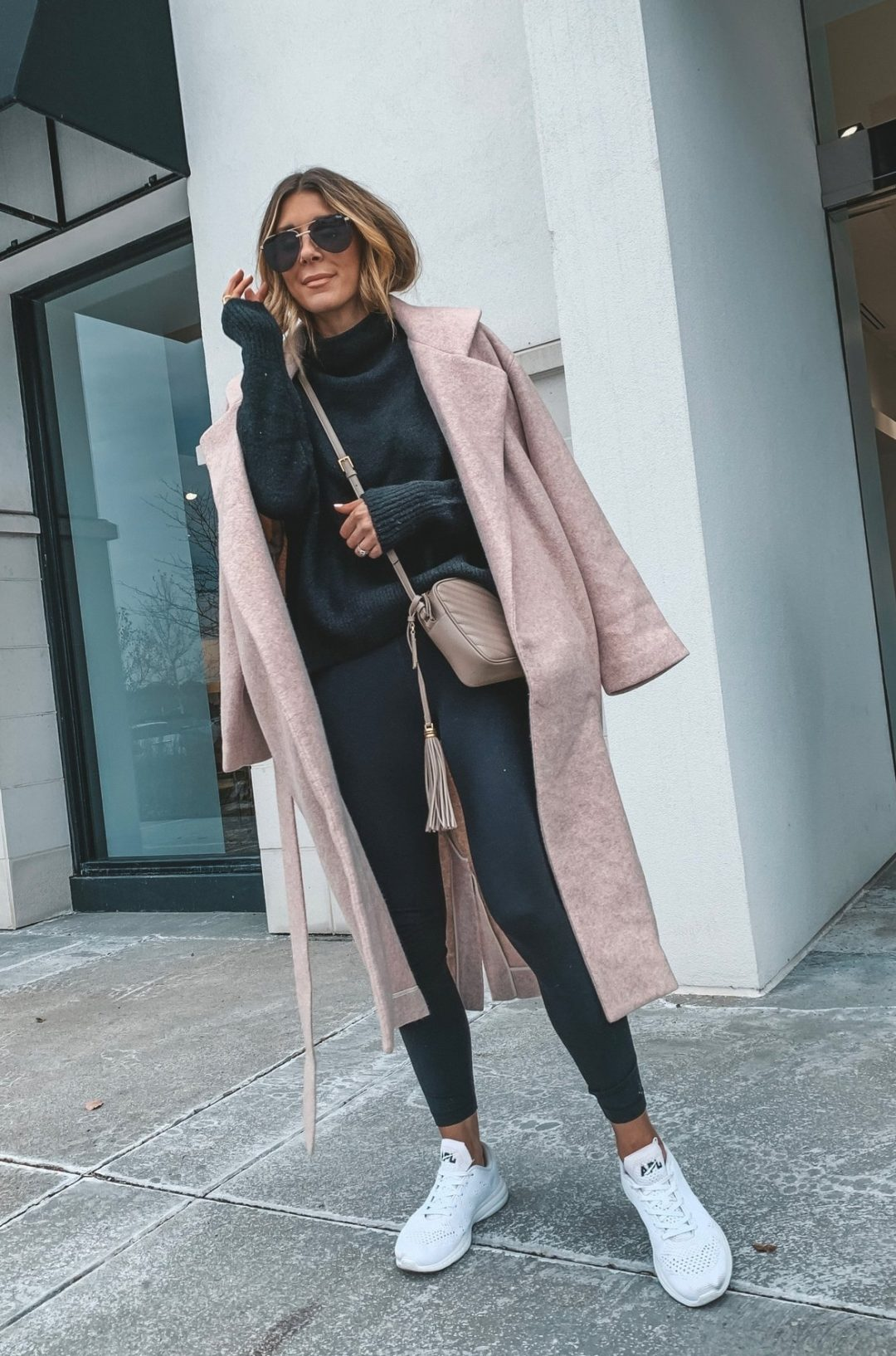 Cute black leggings outfit ideas - casual sporty outfits