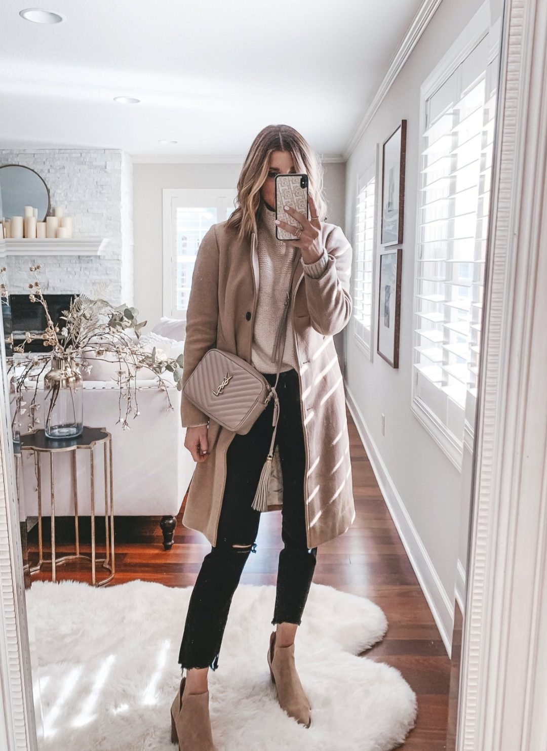 Black jeans outfit for winter with camel coat