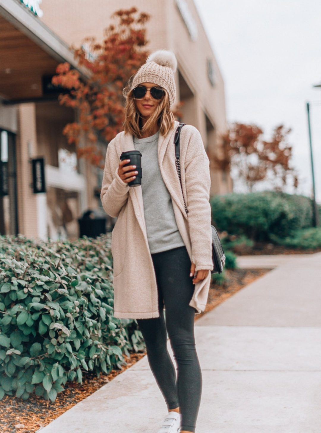 Sporty outfits with black leggings - cute leggings outfits for fall