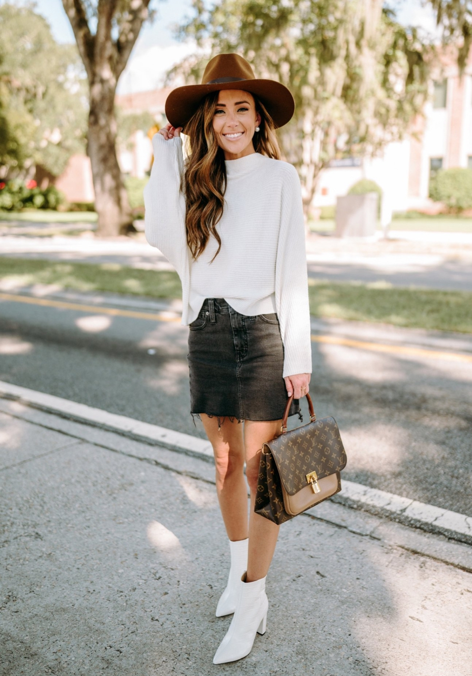 Cute casual sweater outfits for fall with fedora hat