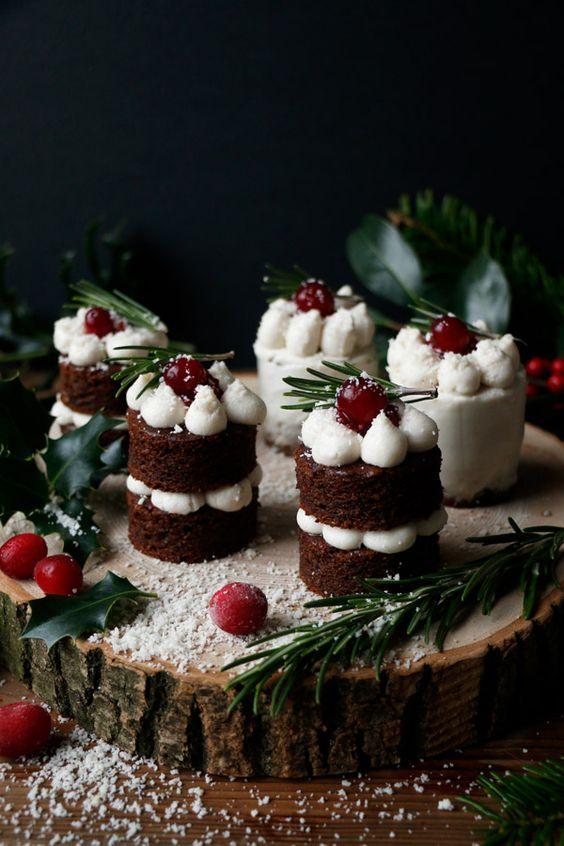 Gingerbread Christmas Mini Cakes