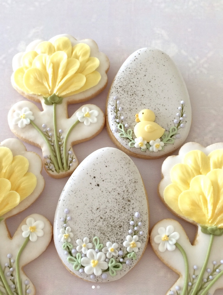 Flower & Easter Egg Cookies, yellow decorated Easter egg cookies