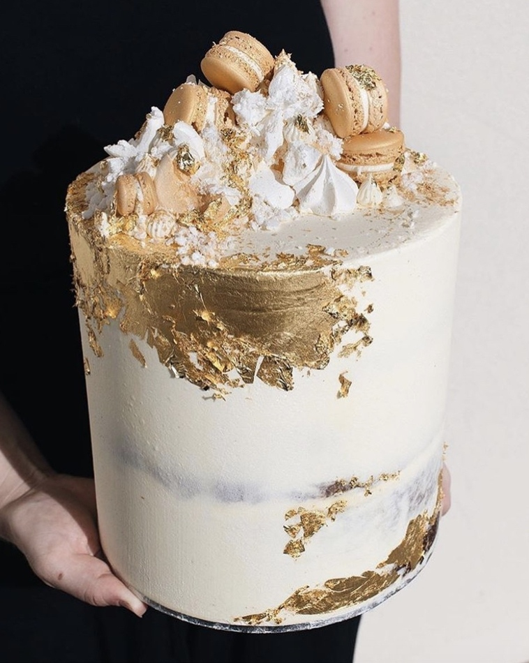 Beautiful and unique birthday cakes: Dark Chocolate Brownie & Red VelvetGold Cake With Gold Foil And Macaroons