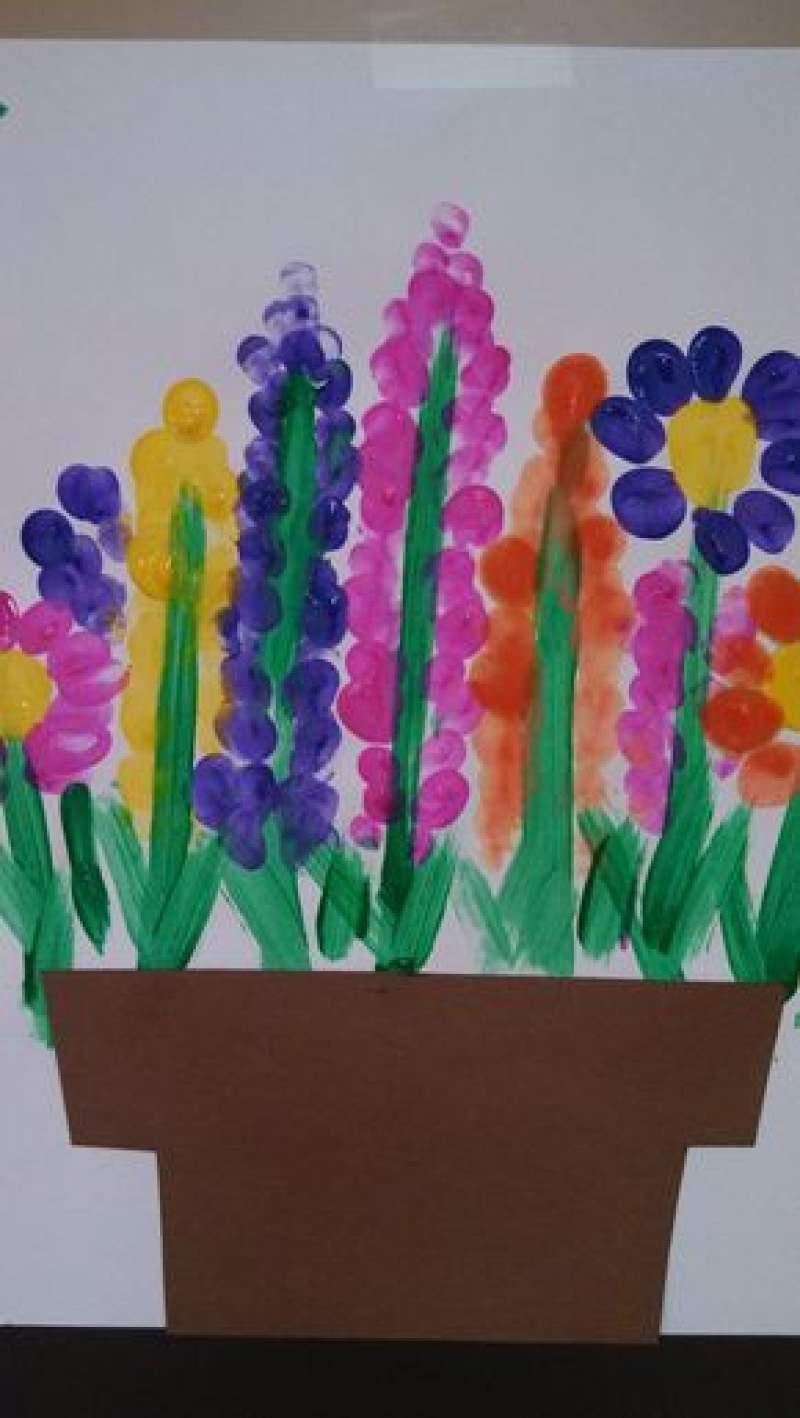 Easy spring crafts for kids: Fingerprint Flower Gardens