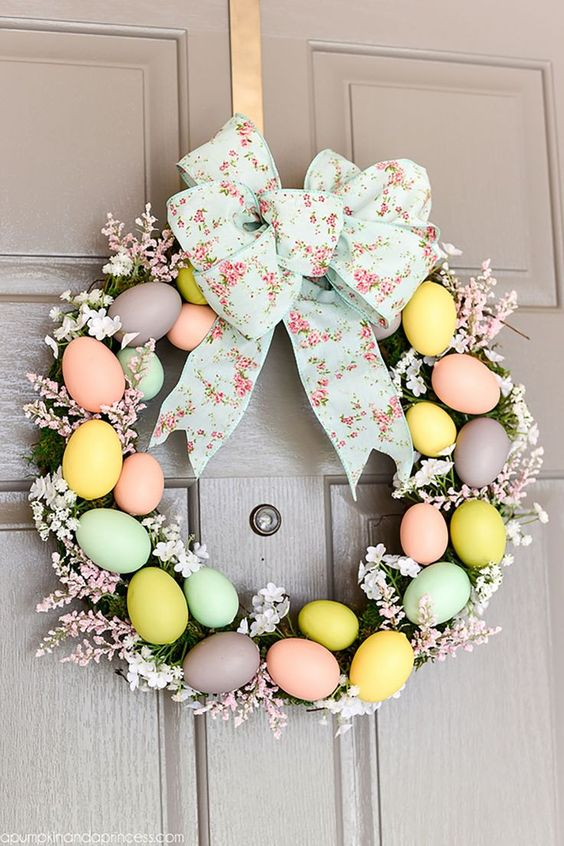 Beautiful Easter decorations: Easter Egg Wreath