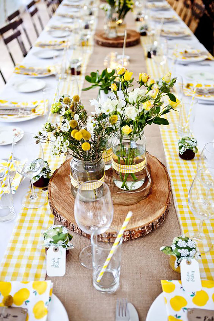 Beautiful Easter table decorations and Easter table settings