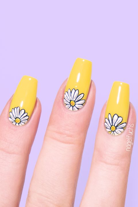 Yellow daisy nails for spring