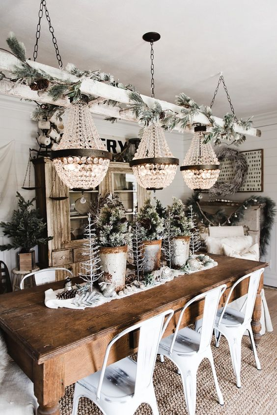 Rustic Christmas kitchen decorations with chandeliers