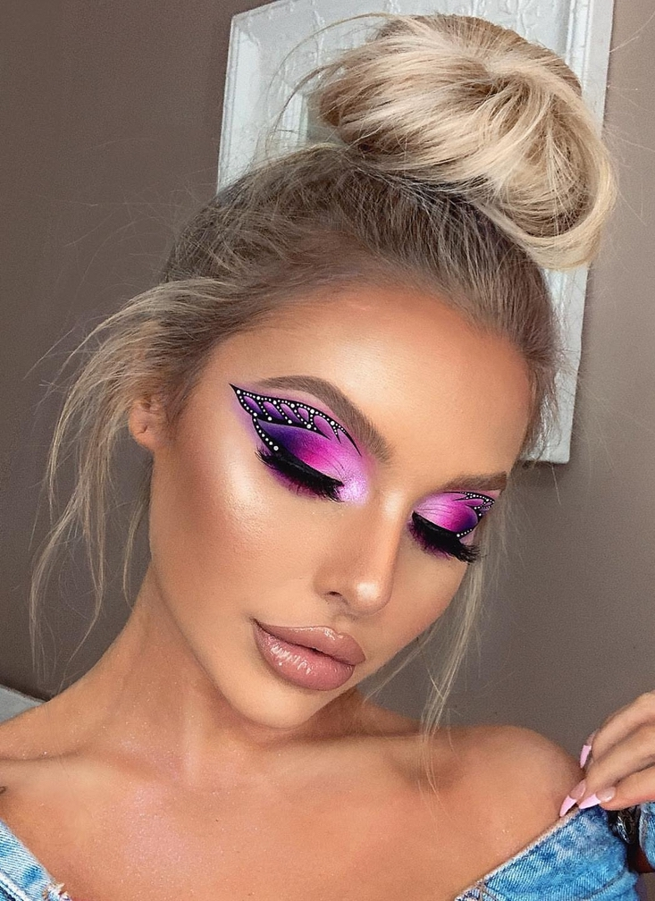 Simple festival makeup looks with pink bold eyeshadow and gems