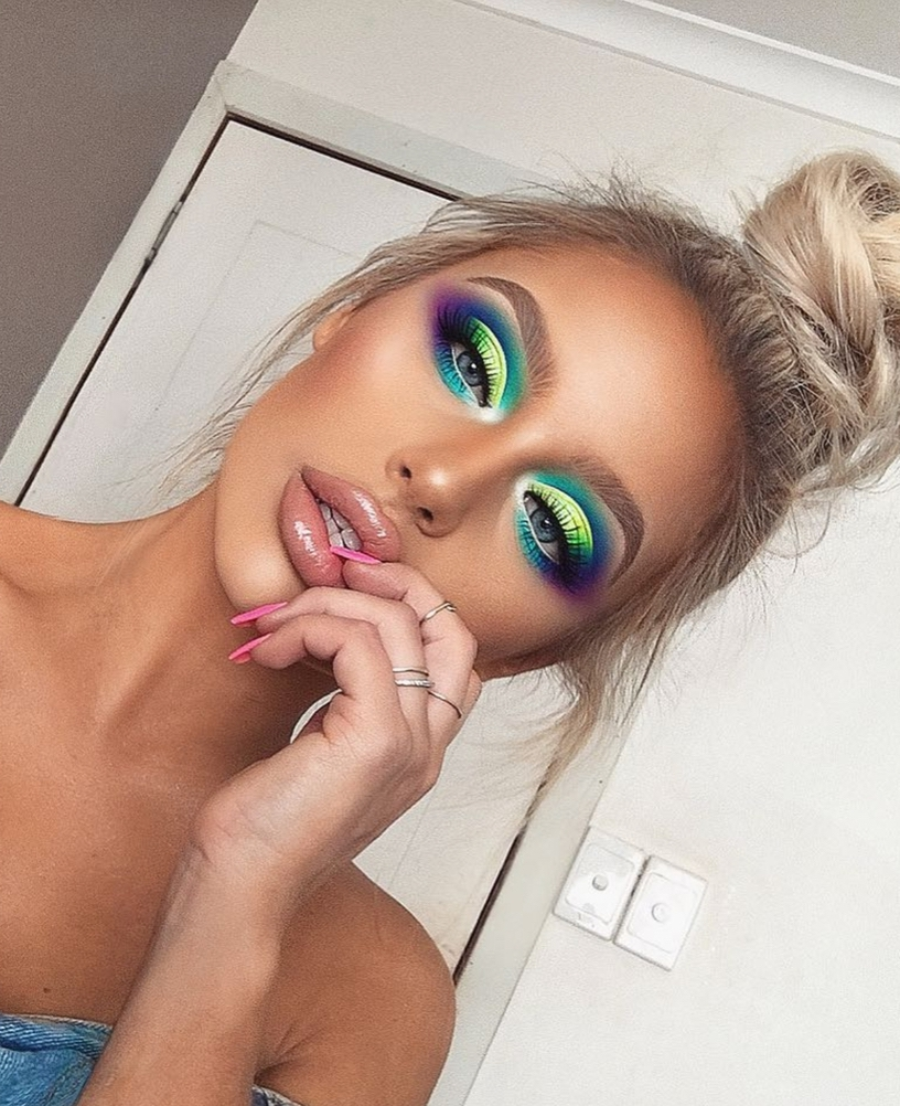Creative and simple festival makeup looks with bold eyeshadow