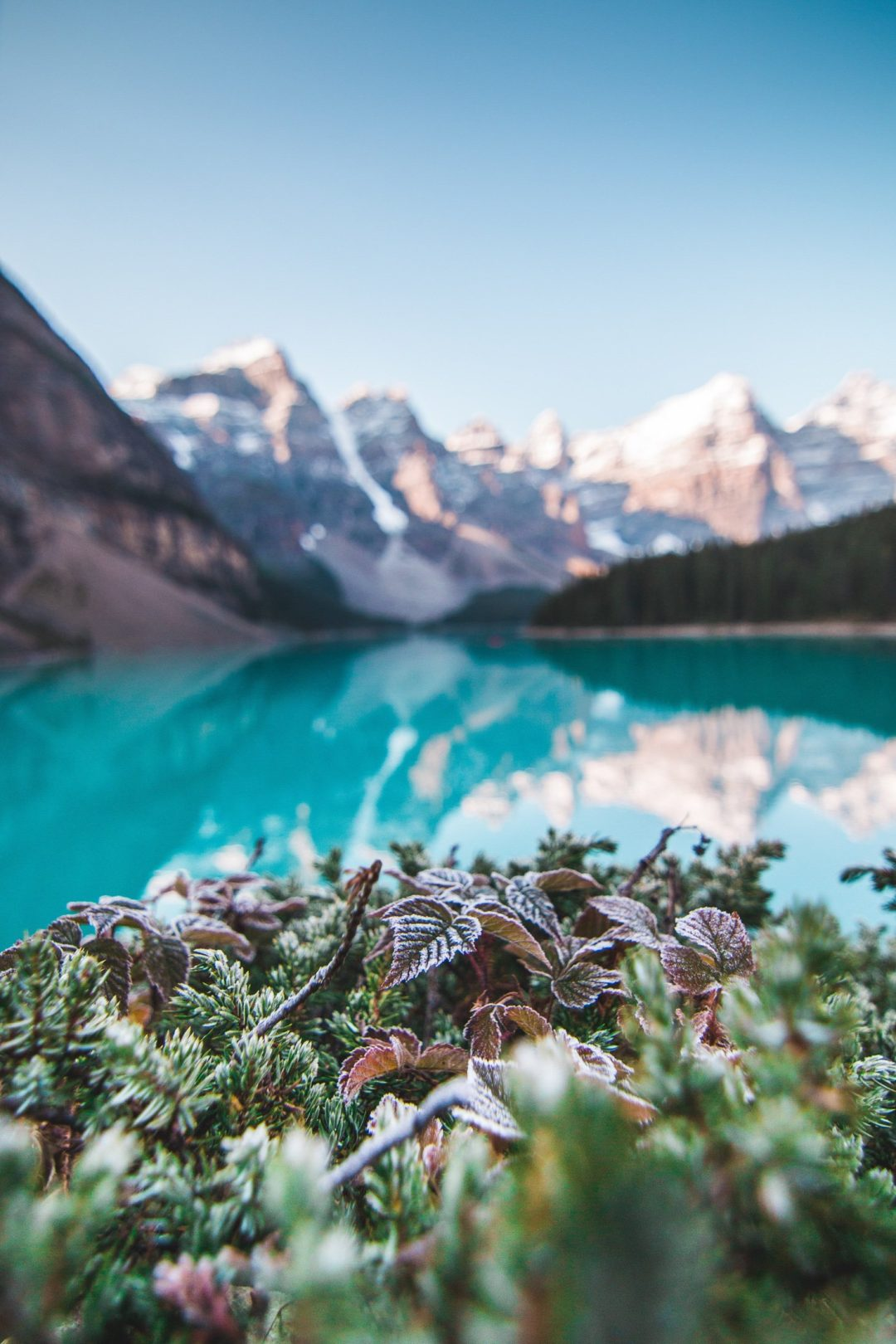 Mountain backgrounds for iPhone with lake and blue sky