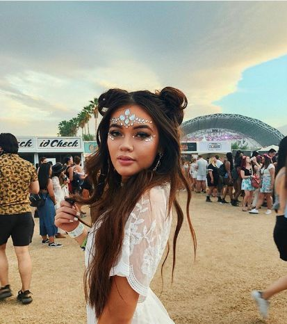 Coachella outfit with Coechalle hair and Coachella makeup