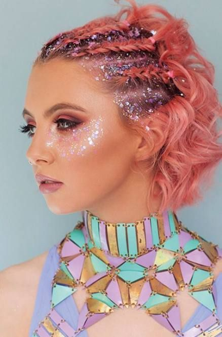 Easy face glitter ideas and pink festival hair