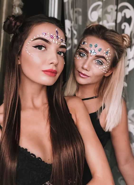 Cute festival makeup looks with easy face glitter ideas and face gems