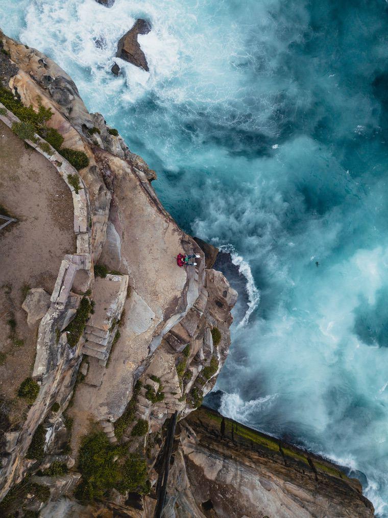 Beautiful ocean iPhone wallpaper with rocks
