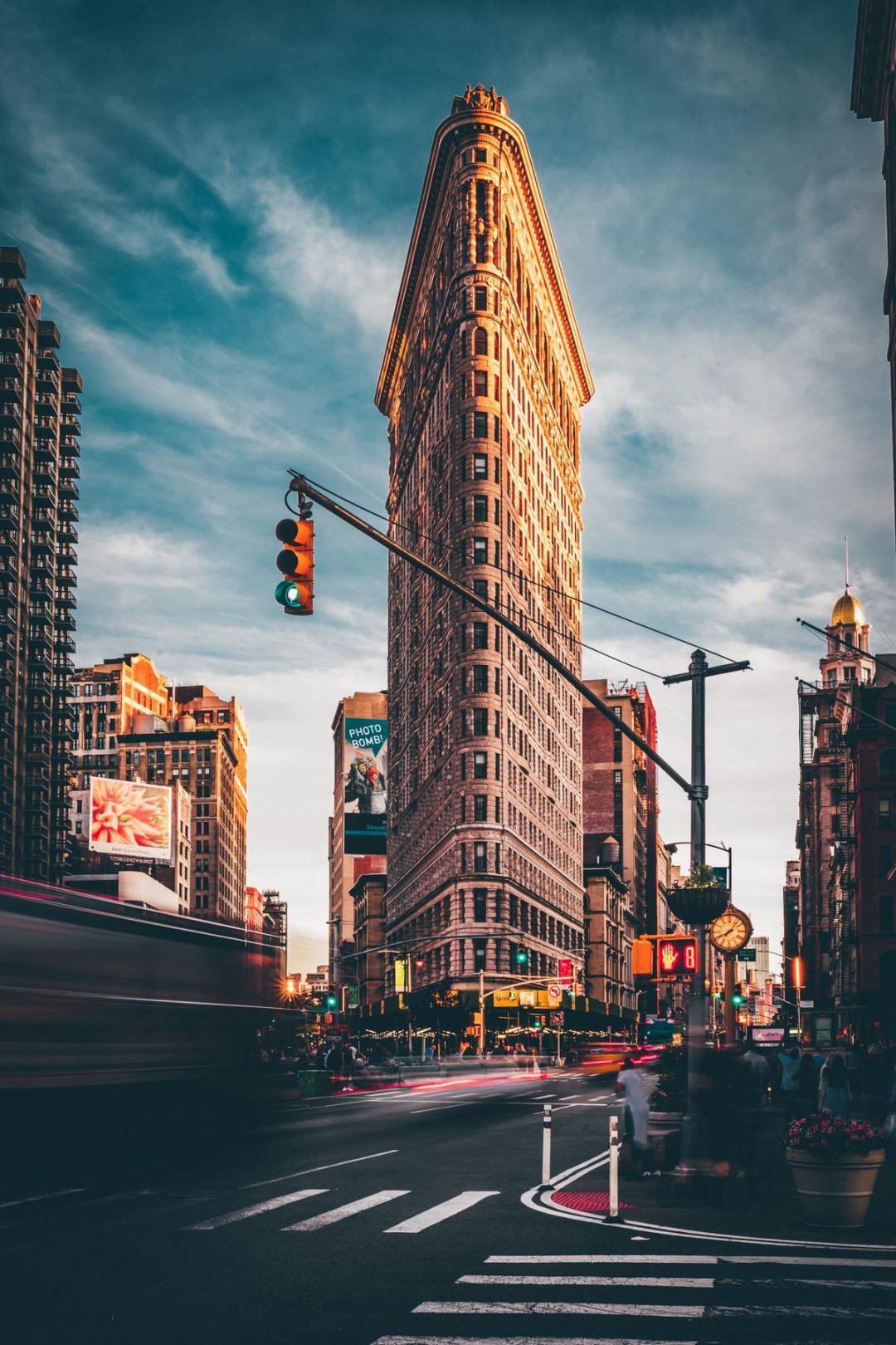 Aesthetic New York City wallpapers for iPhone with Flat Iron Building photography