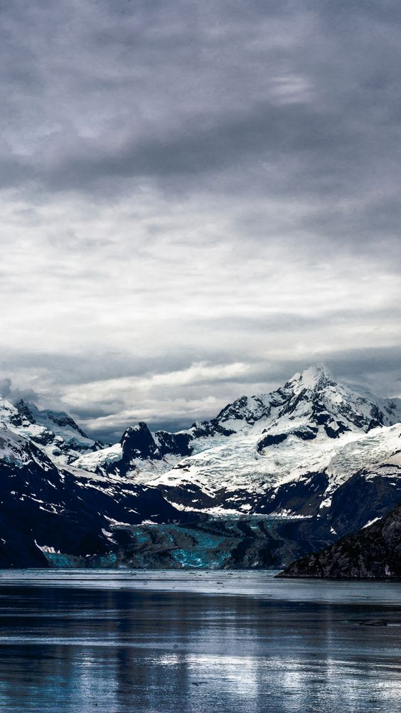 Snowy mountain backgrounds for iPhone, mountain photography with snow during winter