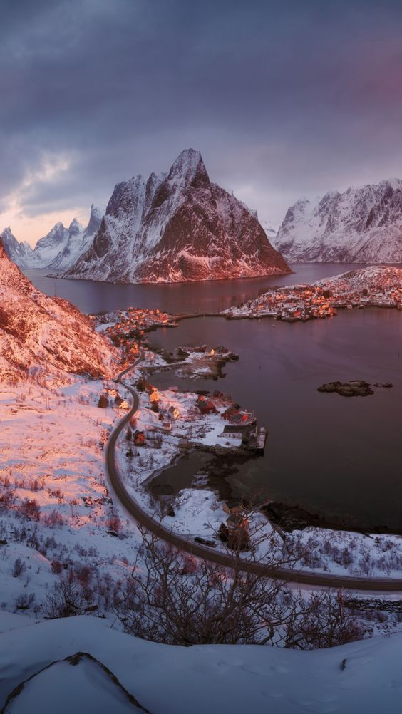 Winter mountain backgrounds for iPhone, mountain photography with snow