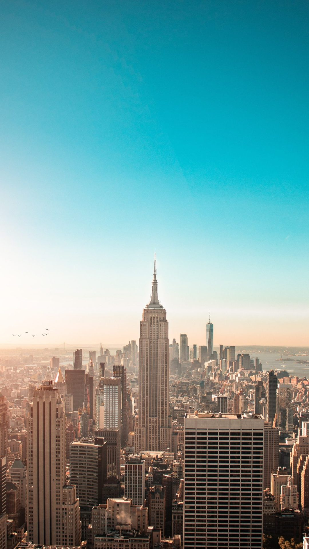 Beautiful free New York wallpaper for iPhone with Empire State building