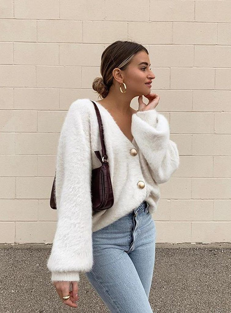 White cardigan outfits with jeans