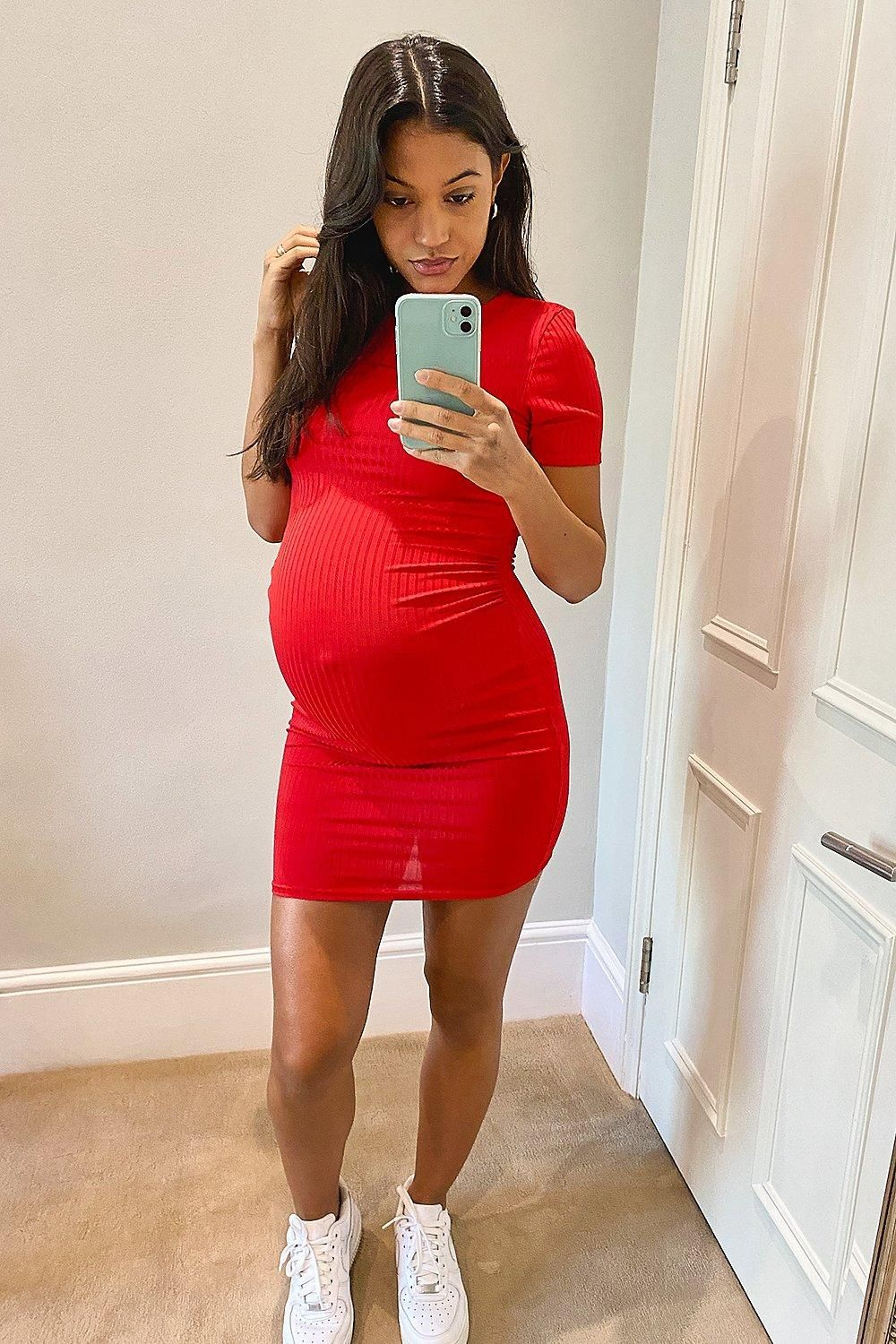 Red pregnancy dress outfit