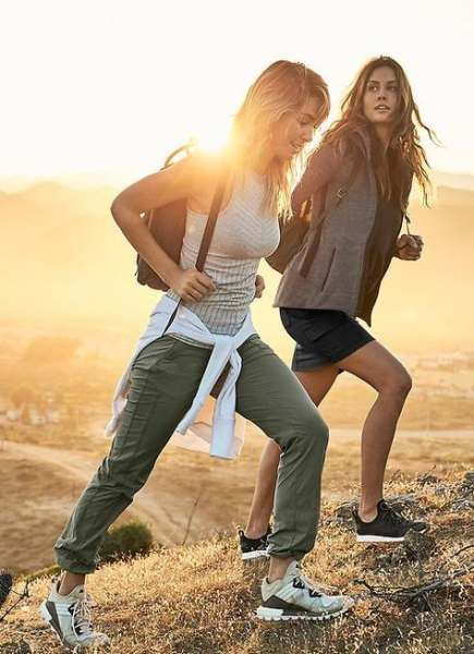 Cute hiking outfits and summer hiking outfit ideas to try
