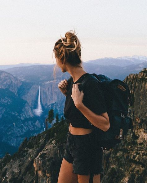 Cute hiking outfits for summer with shorts